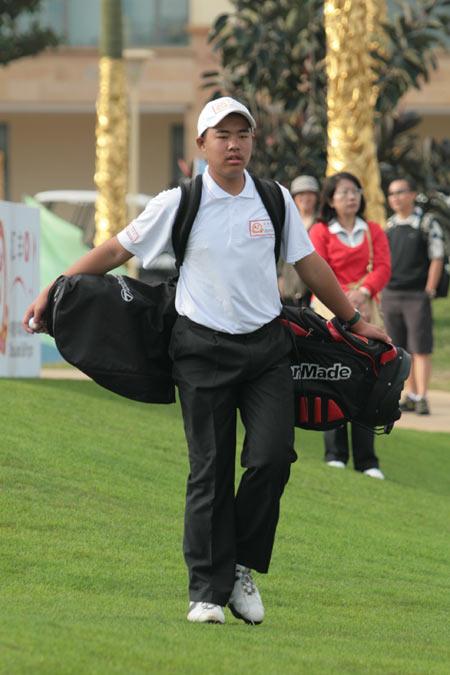 图文-汇丰青少年公开赛决赛张进阔步前行