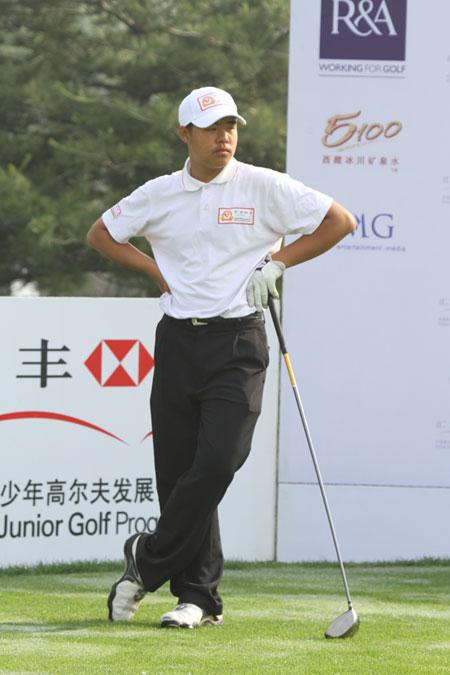 图文-汇丰青少年冠军赛首轮张进参赛