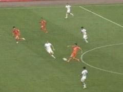 视频-山东抢断3人反击被吹越位 慢镜头显示误判