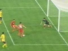 视频-穆斯利头槌遭扑中柱 杨昊门前补射离奇偏出