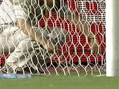 视频-球网漏了!武汉主场球网不给力场工忙补网