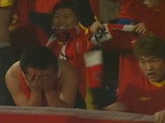 视频-长春最后时刻保级成功 球迷痛哭球员鞠躬感谢