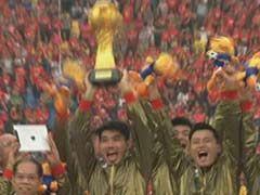 视频-恒大赛后隆重颁奖典礼 队长郑智举起火神杯