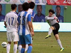 视频-王大雷冲前线射门中柱 遗憾错失中超首球