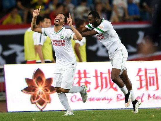 视频集锦-拉蒙2球门将后卫起内讧 杭州2-1重庆