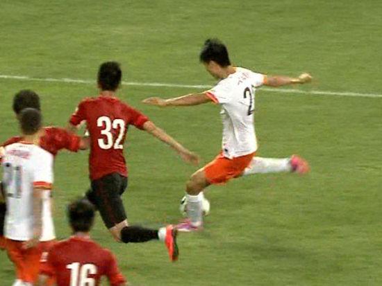 进球视频-贵州补时扳回一球 王刚斜射破远角