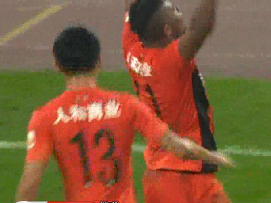 进球视频-米西任意球再中柱 桑托斯门前乱战扳平