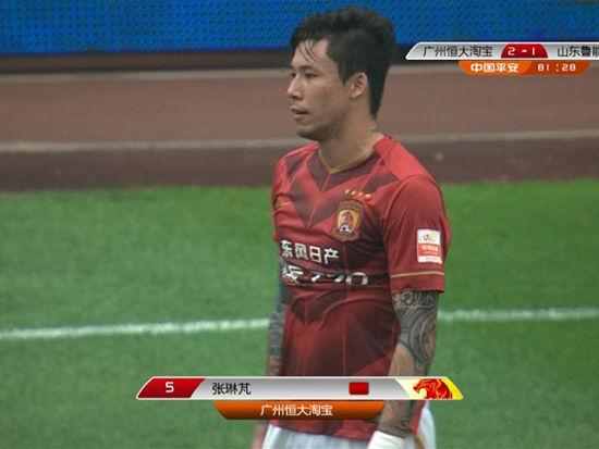 视频-张琳�M背后解围被吹踢人 2黄变1红离场
