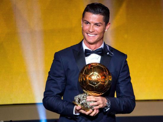 C罗蝉联FIFA金球奖