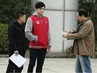 视频-孙杨体检查肩部旧伤 朱志根称不影响训练