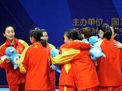 视频-李雪芮助解放军逆转江苏 羽毛球女团首夺冠