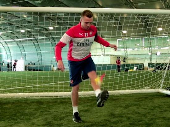 视频-英超亚洲杯参赛球员踢毽子比赛