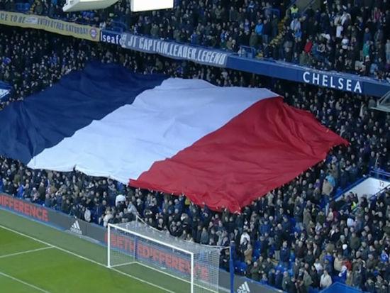 视频-赛前蓝桥齐唱马赛曲 看台传递巨幅法国国旗