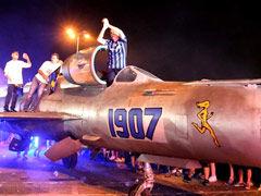 视频-意甲碉堡球迷party 开战斗机进场全场嗨翻