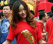 广州美女球迷助威恒大冲冠