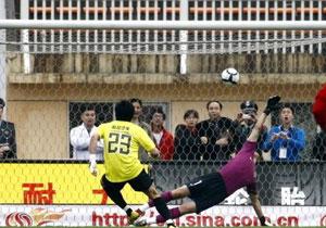 南昌1比2负上海 门将罚入点球瞬间!