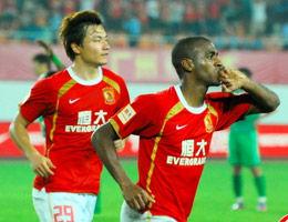 徐亮王晓龙破门穆里奇两度追平广州2比2逼平北京