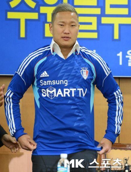 资料图:郑大世身披韩国水原队球衣