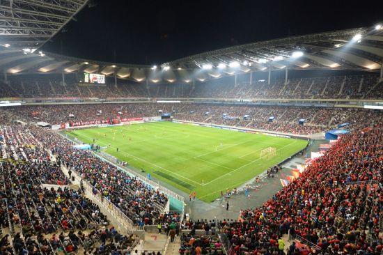 首尔的主场吸引了超过55000名球迷到场观赛