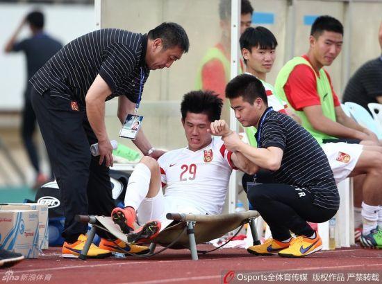 舜天小将陶源在竞赛中身受轻伤