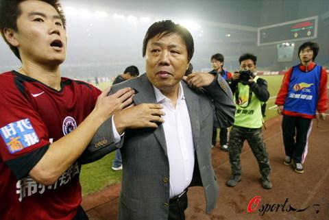 图文-[中超]浙江绿城0-0辽宁西洋肇俊哲欲讨说法