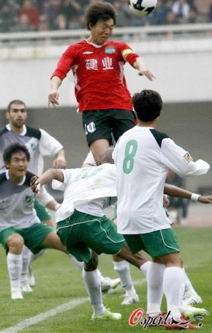 图文-[中超]河南建业2-0杭州绿城陆峰冲锋在上