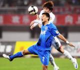 图文-[中超]长春亚泰1-0胜天津泰达何杨争顶处劣势