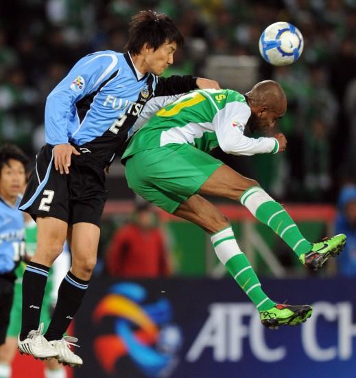 图文-[亚冠]北京国安2-0川崎前锋奥托拼抢积极