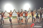 图文-[中超]山东鲁能3-2深圳红钻 山东队感谢球迷