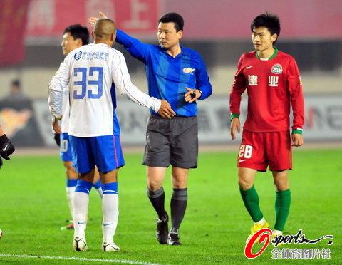 图文-[中超]河南建业2-1上海申花这个任意球决定胜负