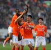 图文-[中超]山东鲁能5-2上海申花 周海滨庆祝进球
