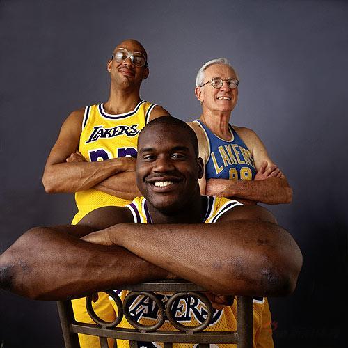 NBA老照片-湖人三代中锋合影奥尼尔引领麦肯天勾