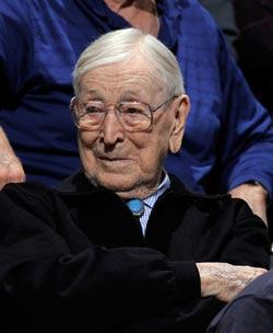 现代篮球之父再书传奇 约翰-伍登99岁生日快乐!