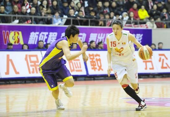 [WCBA季后赛]辽宁71-65北京张伟组织进攻