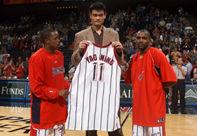 NBA老照片-小巨人登陆休斯顿传奇NBA生涯由此开始