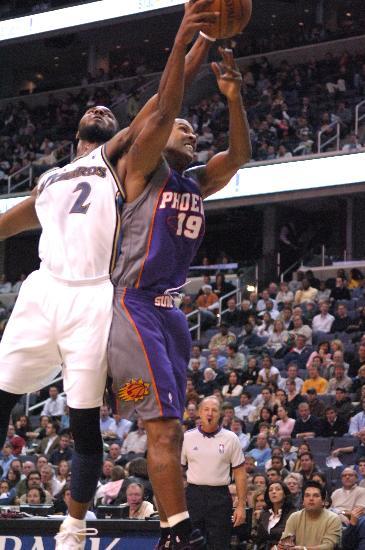 图文-[NBA]太阳122-107奇才贝尔争抢篮板不手软