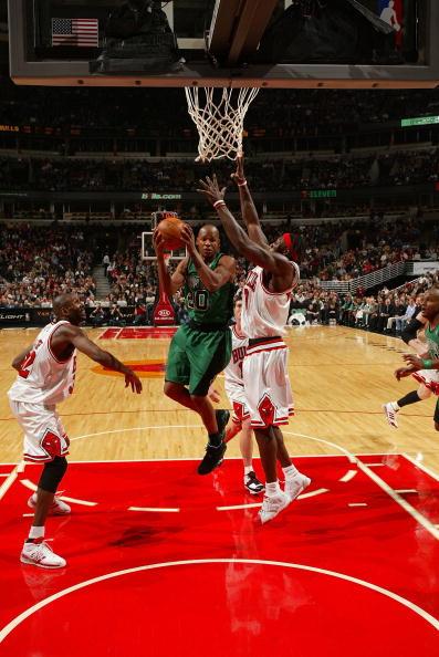 图文-[NBA]凯尔特人92-81公牛大本拦截阿伦上篮