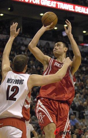 图文-[NBA]火箭vs猛龙姚明打出细腻小个儿动作