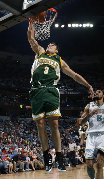 图文-[NBA]超音速88-91黄蜂泽比亚克单手扣篮