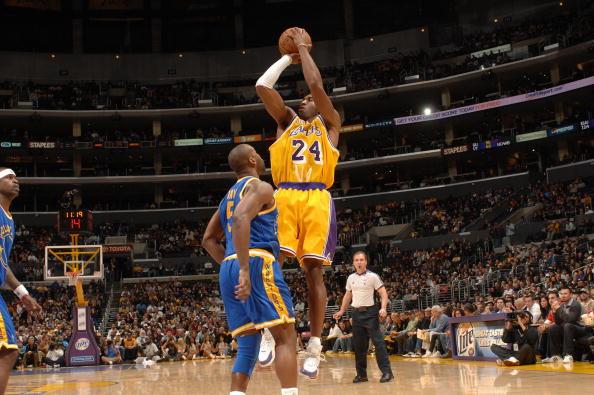 图文-[NBA常规赛]勇士vs湖人科比高高在上