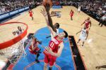 图文-[NBA]火箭88-100负76人姚明拼抢全力以赴