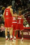 图文-[NBA常规赛]活塞VS火箭姚明击掌阿尔斯通