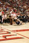 图文-[NBA季后赛]爵士vs火箭基里连科摔倒在地