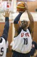 图文-美国男篮赌城集训第四日 科比投篮出手瞬间