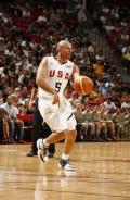 图文-美国梦八队热身加拿大 一边篮球一边HIPPOP