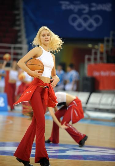 图文-北京篮球宝贝进行训练 气质美女热舞篮球