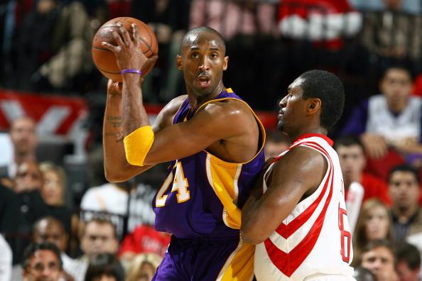 图文-[NBA]湖人102-96火箭科比跟阿泰对峙
