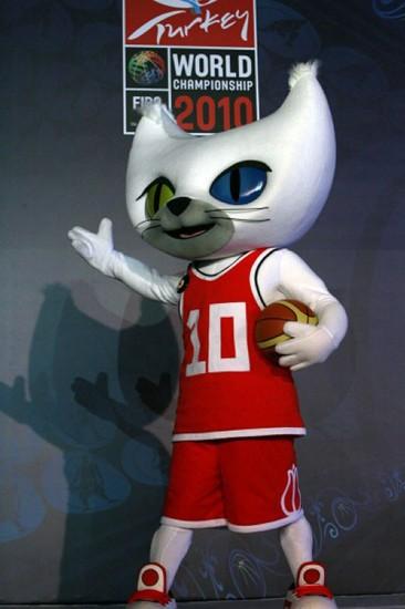 图文-2010年男篮世锦赛吉祥物亮相模型很神气