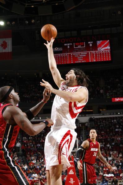 图文-[NBA]热火115-106火箭斯科拉单手投篮