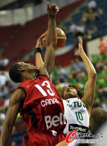 图文-[世锦赛]立陶宛70-68加拿大篮板球被人抢